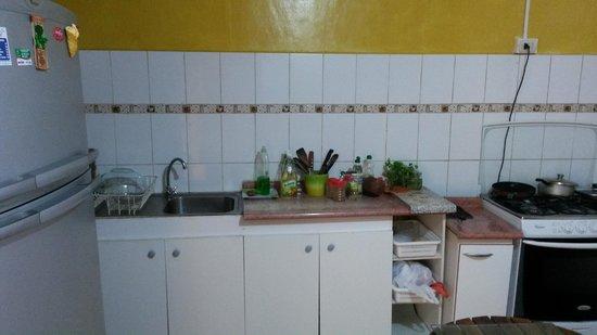 hostal maria casa: Cocina (parcial)