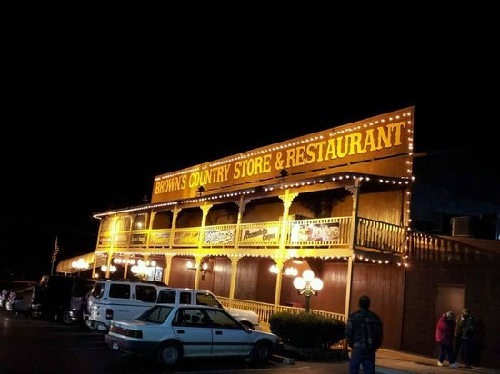 Brown's Country Store & Restaurant: A welcomed stop after a long day of driving.