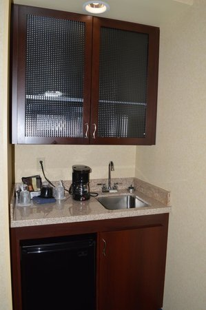 SpringHill Suites Arundel Mills BWI Airport: Mini Kitchen Area