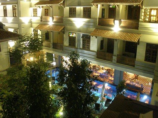 Hotel Penaga: Pool and Garden