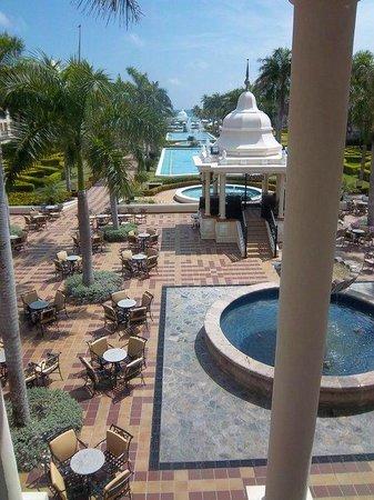 Hotel Riu Palace Punta Cana: vista desde el ingreso del hall central hacia la playa