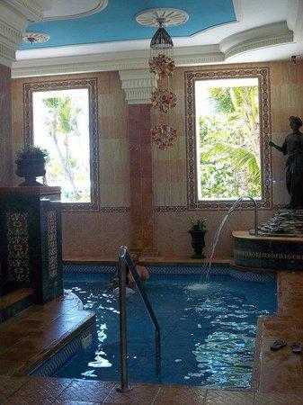 Hotel Riu Palace Punta Cana: interior del salon de spa, este es un baño romano tambien hay sauna