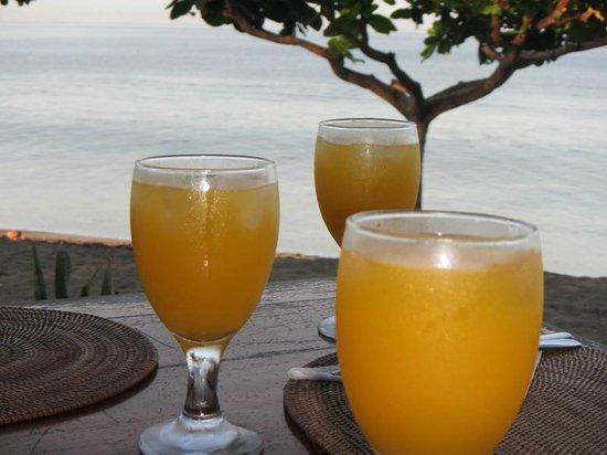 Sunset House Lombok : Breakfast by the Beach