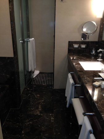 Alvear Art Hotel: Bathroom