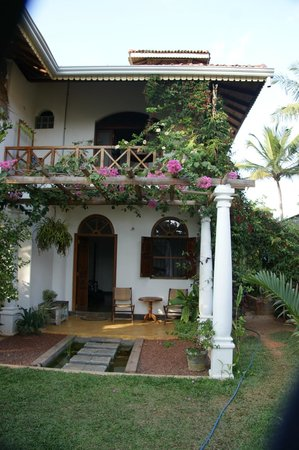 The Spice House, Mirissa: The Spice House - front garden