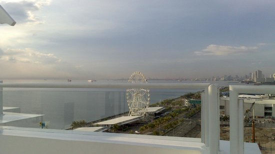 Microtel Inn & Suites by Wyndham Manila/At Mall of Asia: view from the deck