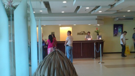 Microtel Inn & Suites by Wyndham Manila/At Mall of Asia: Reception area