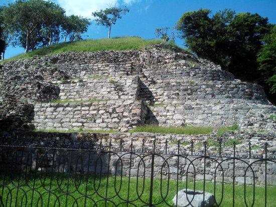 Izamal  Ruins : One face of the main pyramid, Izamal