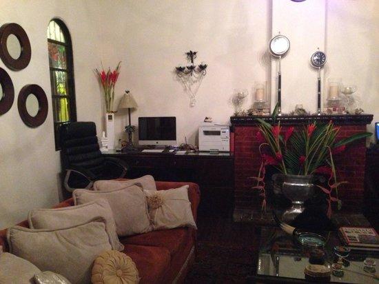 Casa 69 : Front room / living room