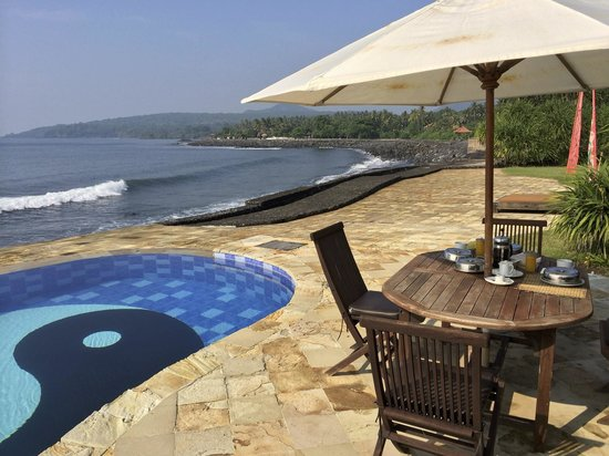 Turtle Bay Hideaway: Breakfast with a view