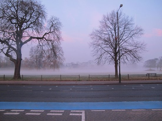 Euro Hotel Clapham : Clapham Common Foggy Start