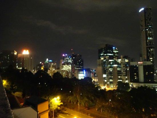 Hotel Urban Brisbane: Night view of city - gorgeous (bit blurry)