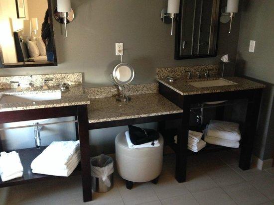 Colcord Hotel : Bathroom Vanity