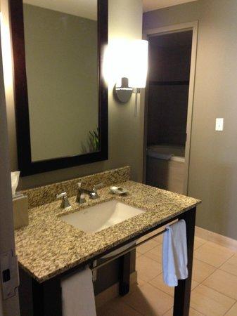 Colcord Hotel: Bathroom