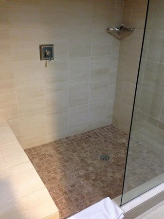 Colcord Hotel: Shower
