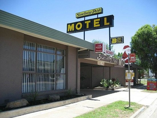 Sanctuary Park Motel