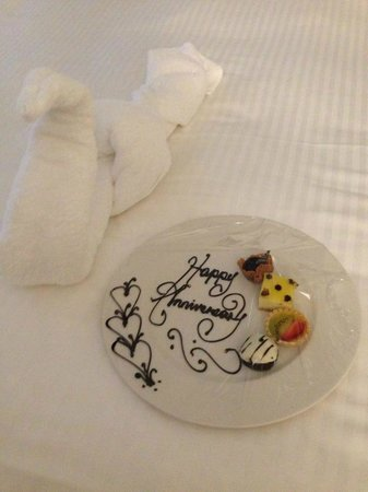 Jewel Paradise Cove Resort & Spa Runaway Bay, Curio Collection by Hilton: treats for us!