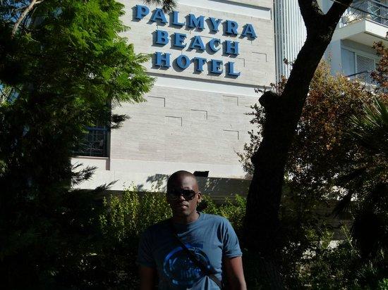 Palmyra Beach Hotel : Hotel front area