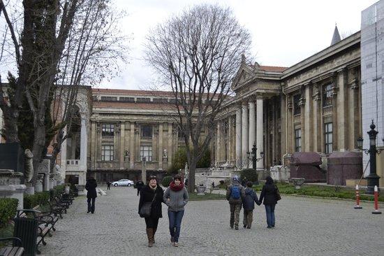Musée archéologique d'Istanbul : Vista por fuera