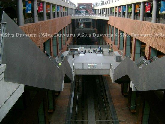 Bahnhof Antwerpen-Centraal: Inside Station