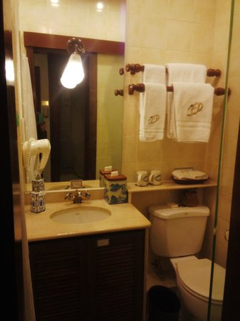 Pousada de Mong-Ha: バスルーム、落ち着いた感じ