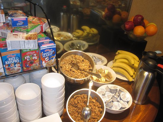 The New Yorker A Wyndham Hotel: Fruits and Cereals