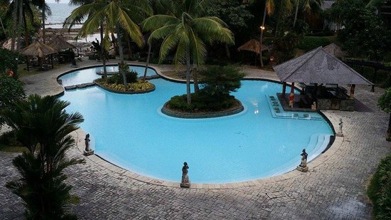 Turi Beach Resort : 1 of the swimming pool near breakfast area