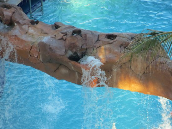 Trump International Beach Resort: pool from above
