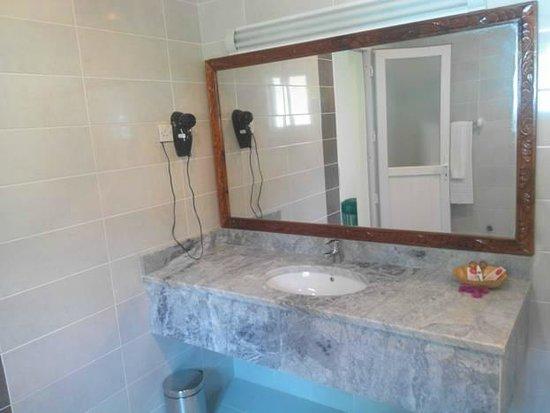 Zanzibar Ocean Blue: inside the bathroom.Hair drier included