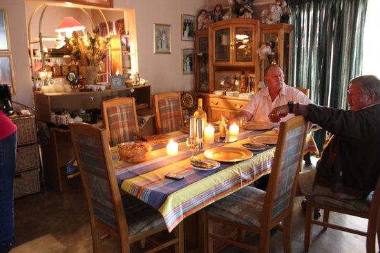 Tshimologo Farm Guest House & Alternative I.P.A Guest House: DINING AREA