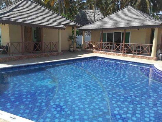 Zanzibar Ocean Blue: room views by the pool side