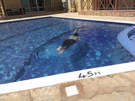 Zanzibar Ocean Blue: a guest enjoy swimming