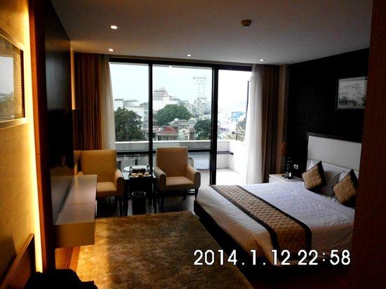 Skylark Hotel: Balcony room and view