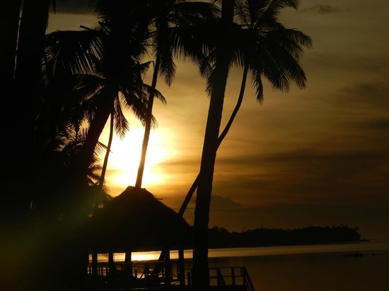 Fiji Hideaway Resort & Spa : typical sunset