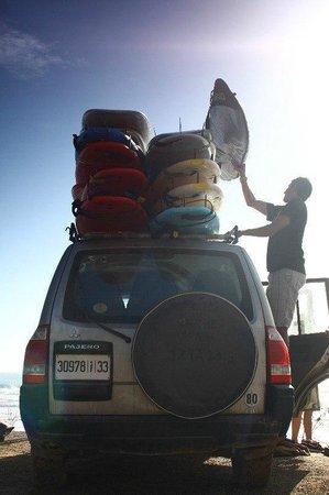 Surf Town Morocco : Abdalaha and his car
