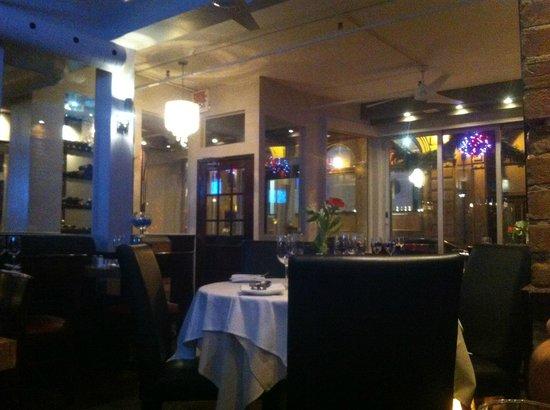 Restaurant Les Pyrenees : Restaurant Evening Setting