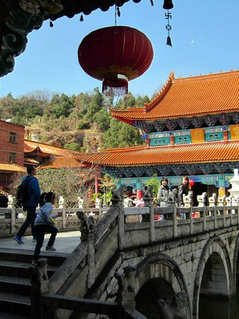 Yuantong Temple : Tang and Ming archetecture.
