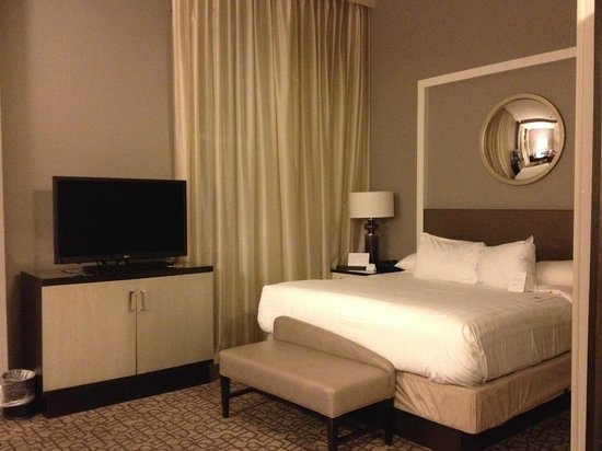 Hyatt French Quarter: Great room, very high celings and nice couch.