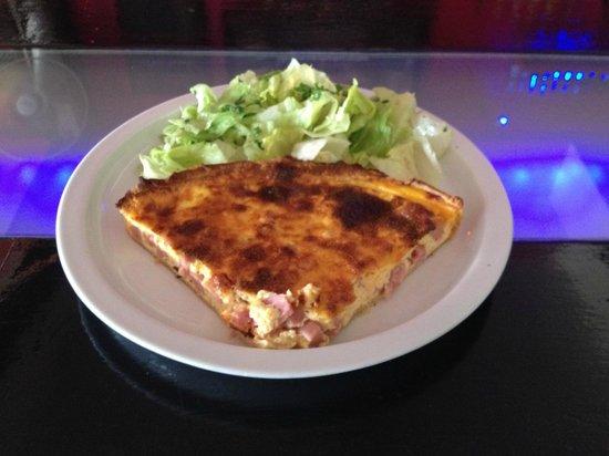 Papillon Bar & Restaurant : Quiche lorraine,salade verte