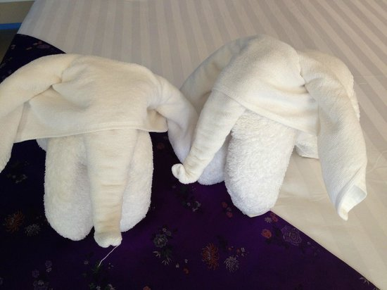 Maya Koh Lanta Resort: Quaint elephant towels