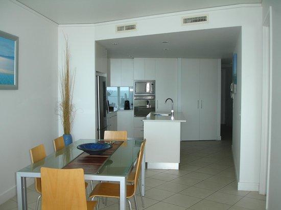 Manta Bargara Resort : Dining/kitchen