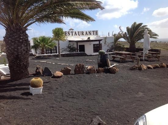 Los Aljibes de Tahiche: entrata con ampio parcheggio