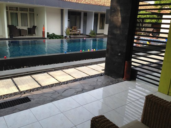 Griya Asri Hotel: The Swimming Pool