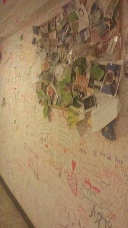Hop Inn: Wall