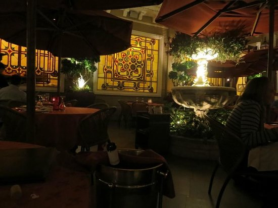 Restaurante Grano de Oro: The stained glass on the patio