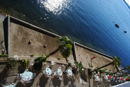 Hotel Rigoli : view looking down at outside dining and lakeside area