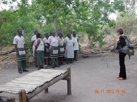 Sanctuary Stanley's Camp: Recepcion a tu llegada, lo hacen cantando canciones