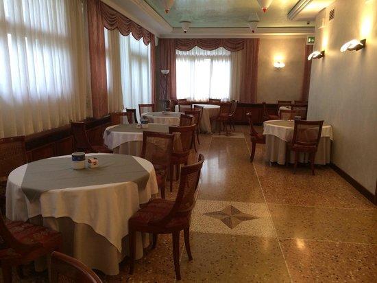 Hotel Ristorante Cima: Sala colazione