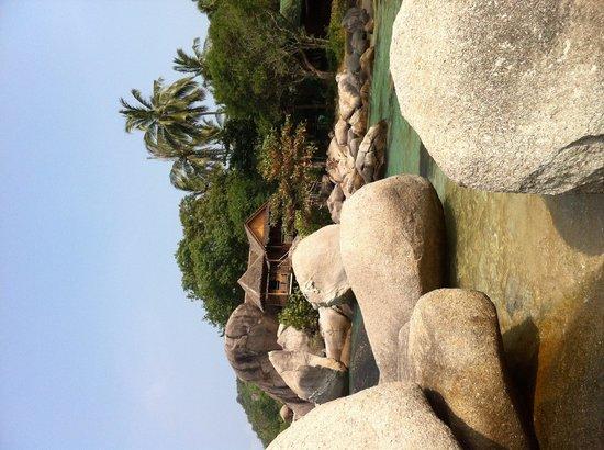 Sai Nuan Beach: Sai Thong bungalow on the rocks