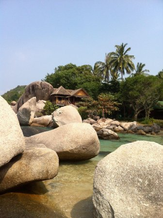 Sai Nuan Beach: Sai Thong bungalow on the rocks